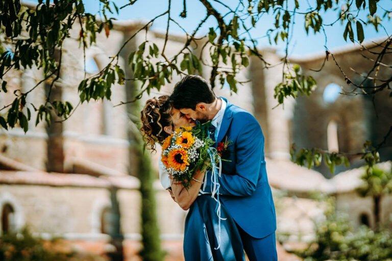 tuscany wedding photographer married couple photoshoot after the ceremony at san galgano siena